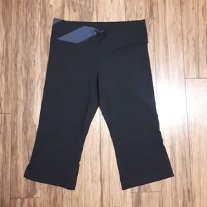 UNDER ARMOUR Fitted Work Out Flare Crop Capris